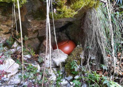 La urna de Freba aguarda escondida en una grieta
